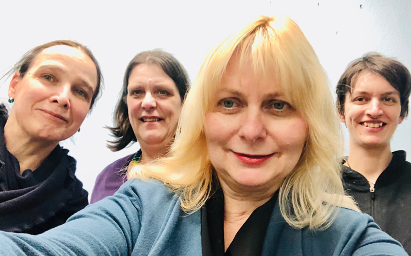 Die Helferinnen des Projektes im Hintergrund (von links): Lisa, Andrea, Ute und Maike